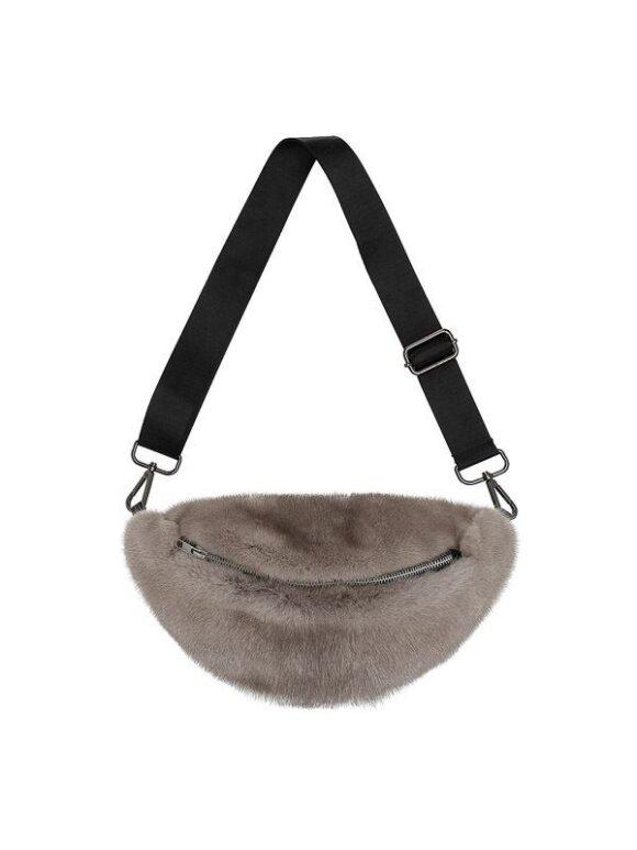 Cosy Concept Fur - CARLA MINK